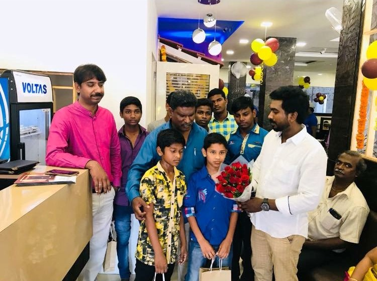 E.Praveen Kumar (with bouquet) receives the children from the orphanage in the neighbourhood